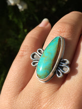 Load image into Gallery viewer, Turquoise ring with loop details - size 6.5