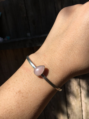 Simple rose quartz cuff - size S/M