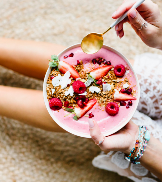 Recipe: Strawberry oats protein bowl