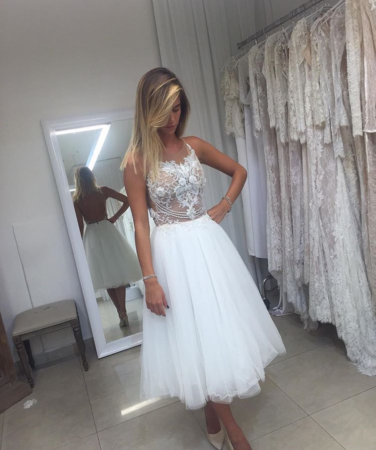 Cheap Sleeveless Backless Wedding Dresses Lace Applique Short Bridal Gown