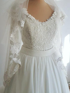 White Round Neck Long Sleeve Wedding Dresses Lace Applique Bridal Gown