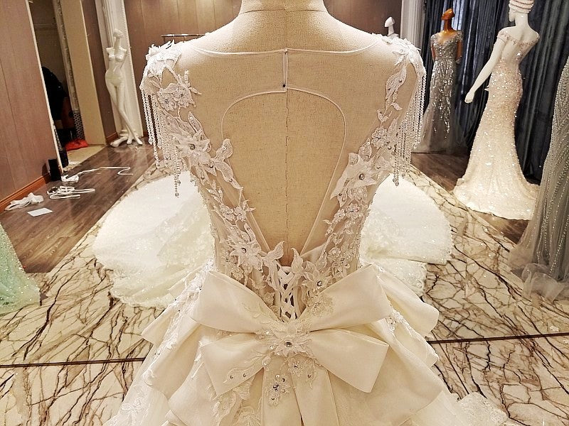 Luxury sleeveless open back lace appliques wedding dresses with