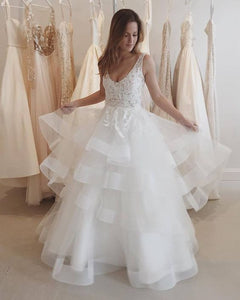 Sleeveless Lace Appliques Wedding Dresses Backless Tiered Tulle Bridal Gown