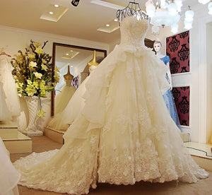 Sweetheart Lace Appliques Wedding Dresses Strapless Tiered Bridal Gown