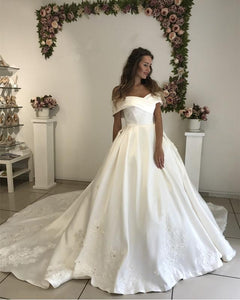 Elegant White Off Shoulder Sleeveless Wedding Dresses With Lace Appliques