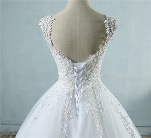 White V Neck Sleeveless Lace Appliques Wedding Dresses With Beaded