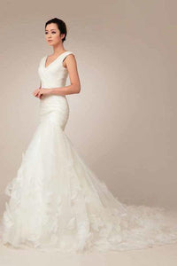 Fashion White Mermaid V-Neck Tulle Wedding Dress Appliques Bridal Gown With Sleeveless - EVERISA