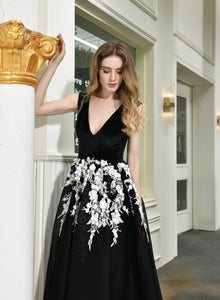 Black V Neck Sleeveless A Line Mesh Prom Dress With Lace Applique