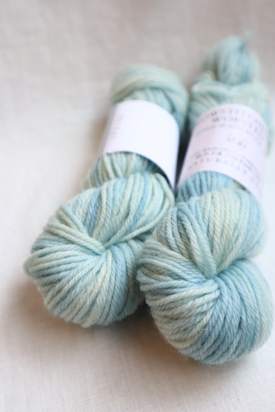 Naturally Dyed Yarn / Worsted / Indigo & White Light