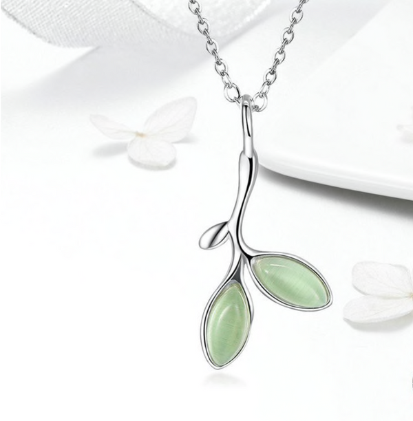 GREEN TREE LEAVES NECKLACE