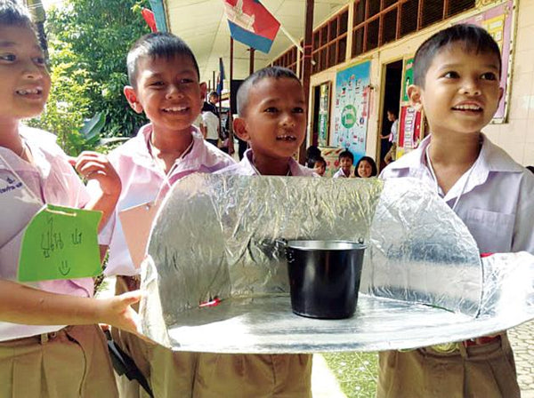 Children at Baan Koh Hung School take part in a workshop on solar energy.