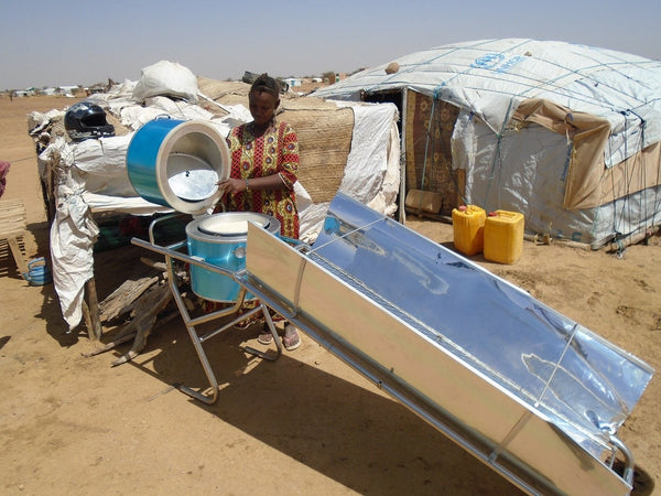 Another woman cooking using solar energy in a camp of the Sahel region! Photo UNHCR / O. LOMPO