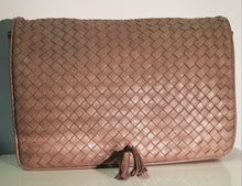 Load image into Gallery viewer, Vintage Bottega Veneta Tassle Clutch
