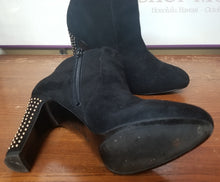 Load image into Gallery viewer, Ninewest Black Suede Booties