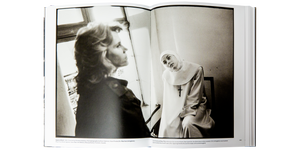 SEEN BEHIND THE SCENE <br> Forty Years of Photographing on Set (2008) <br> by Mary Ellen Mark