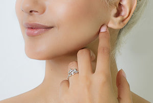 Clogau Awelon Ring 3SAR02 on model