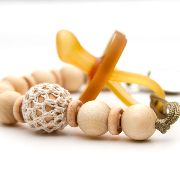 Meadoria Wood Beaded Pacifier Flynn Clip in Ivory