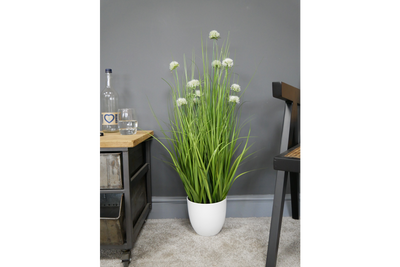 Artificial Grass with White Alliums for a dream