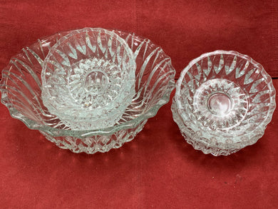 Pressed Glass. Canada. Bowl, with 4 Nappies. Elongated diamond pattern.