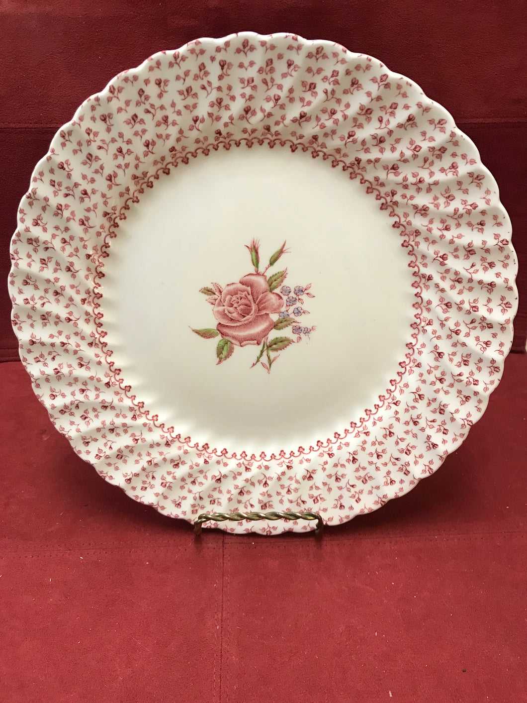 Johnson Bros. Rose Bouquet, Vintage, Dinner Plates. 9-3/4
