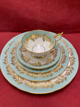 Load image into Gallery viewer, Aynsley. England. Oak leaf, Green/gold-  Dinner Service for 8 (40 pcs)