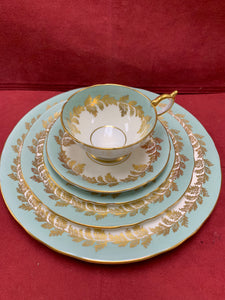 Aynsley. 8154, Oak leaf, Dinnerware.  Green/gold 8- 5pc place settings.  8154