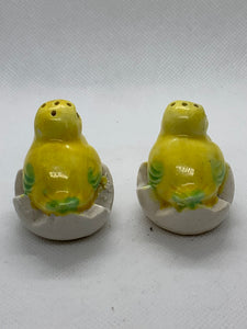 Salt and Pepper. Japan.  Pair of individual Salt and Pepper - Chicks on the half shell
