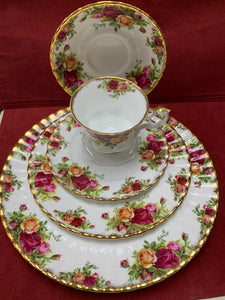 Royal Albert. England. Old Country Roses- Dinner Service for 8 (48 pcs)