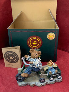 Boyds Bears and Friends. The Bearstone Collection. Exclusive Edition 1E/1973. Everybody Loves a Parade