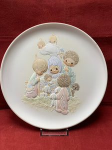 Collector Plate. Precious Moments Christmas Collection. 8-1/4""