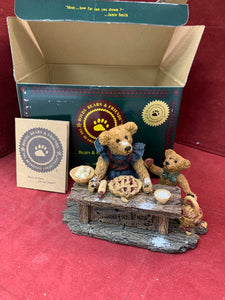 Boyds Bears and Friends. The Bearstone Collection. 47E/1012. Sweetie Pie