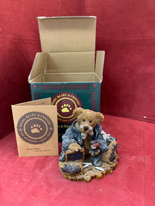 Boyds Bears and Friends. The Bearstone Collection. 25E/1374. Wilson the Perfesser