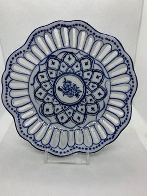Collector Plate.  Unmarked. Blue and White. Round bow with Scalloped Rim