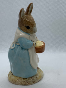 Figurine, Royal Albert. England. Beatrix Potter's-  Mrs Rabbit Cooking  1992