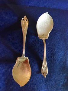 Serving Spoon-Jelly.. 1847 Rogers Bros. XS Triple. Old Colony