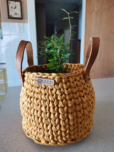 Potplanter with leather handles