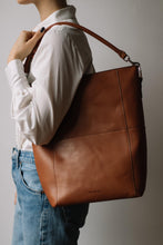 Load image into Gallery viewer, The Meletti shoulder bag in Tan