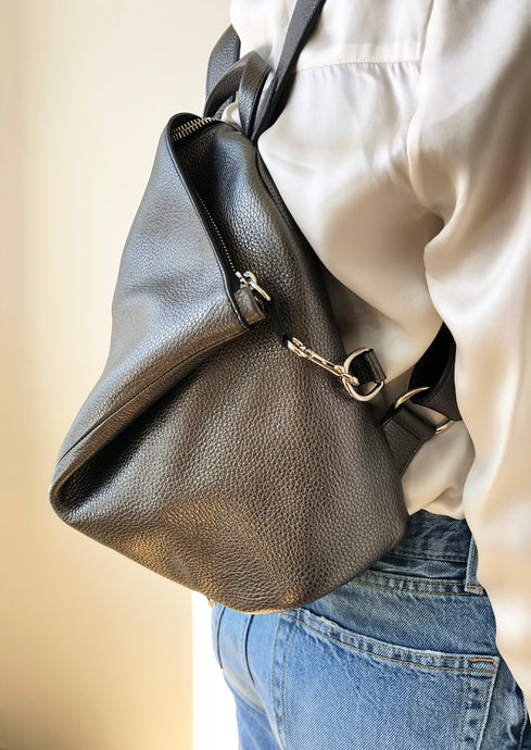 The Mercatino Backpack in Metallic Grey