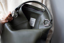Load image into Gallery viewer, The Meletti shoulder bag in