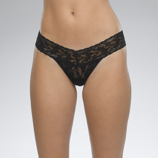 SIGNATURE LACE LOW RISE THONG - BLACK