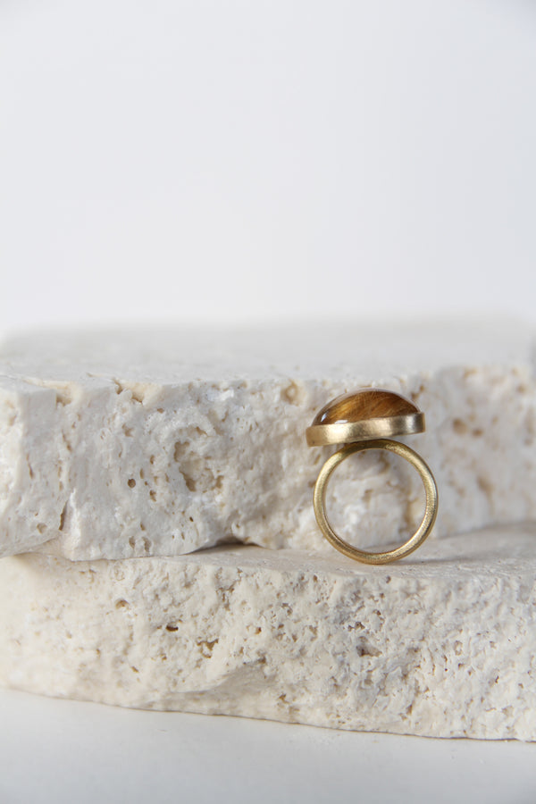 Gold ring with rutile quartz