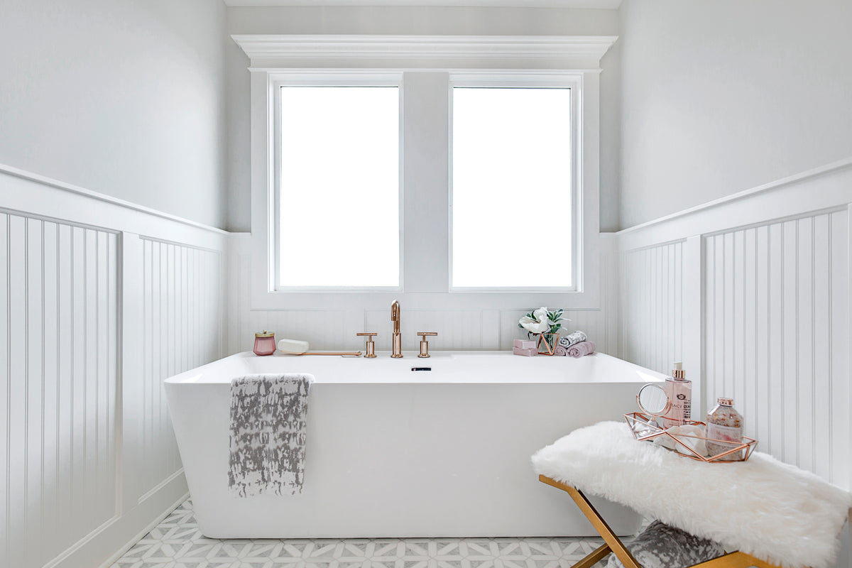 White Modern Soaking Tub