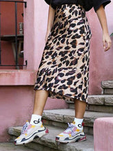 Load image into Gallery viewer, Holiday Wind Leopard Skirt