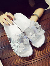 Load image into Gallery viewer, Sequins Flowers Non-Slip Flat Sandals