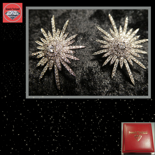 Shine on with these stunning silver star earrings