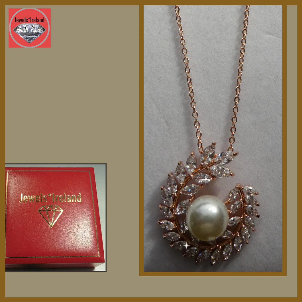 Rose gold vermeil moon quarter pearl necklace