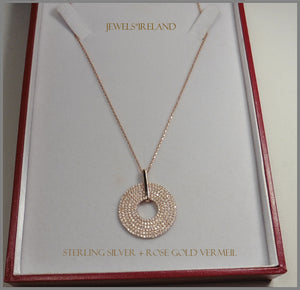Beautiful  gold disc pendant and chain