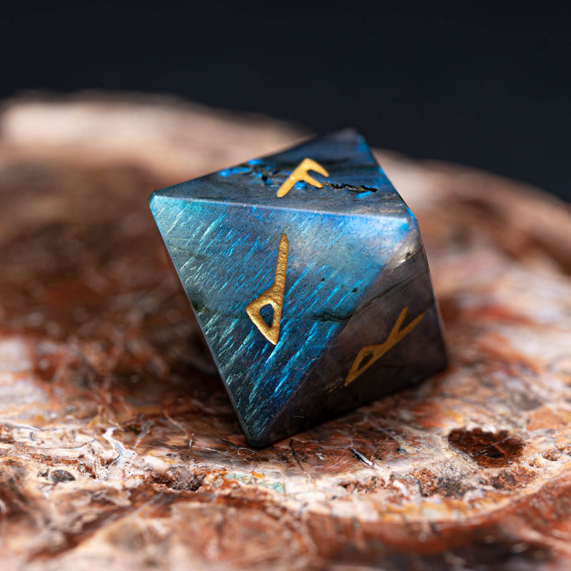 URWizards Engraved labradorite Rune dice D8 Viking - Urwizards