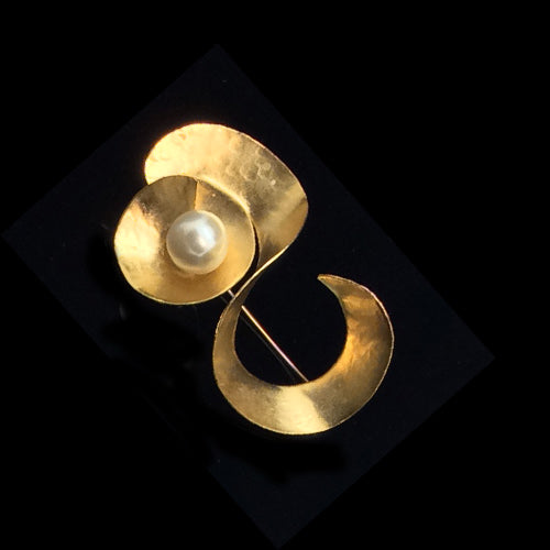Sculpture Pearl Gold Brooch*