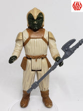 Load image into Gallery viewer, VINTAGE 1983 LLI LEDY ROTJ Klaatu (Skiff Guard) with Black Hood loose complete C8